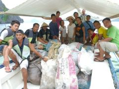 A full boat from Dangan Beach! Many thanks to Mang Jose (the Dangan land guard) for cleaning his beach everyday!
