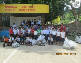 Students, parents and barangay officials of Maytegued, together with Apulit staff members, capped off the activity with a smile.