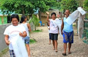 Samahan ng mga Mangingisda sa Kiminawit (SAMKI) President Mariano joining the Sitio-wide clean-up